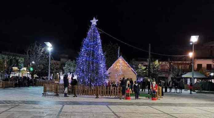 Δυο παρατράγουδα στην Χριστουγεννιάτικη πλατεία της Μεγαλόπολης