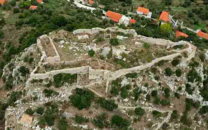 Υπογράφηκε η απόφαση για έργα αναστήλωσης στο Κάστρο της Καρύταινας από το Επιχειρησιακό Πρόγραμμα «Πελοπόννησος 2014-2020»