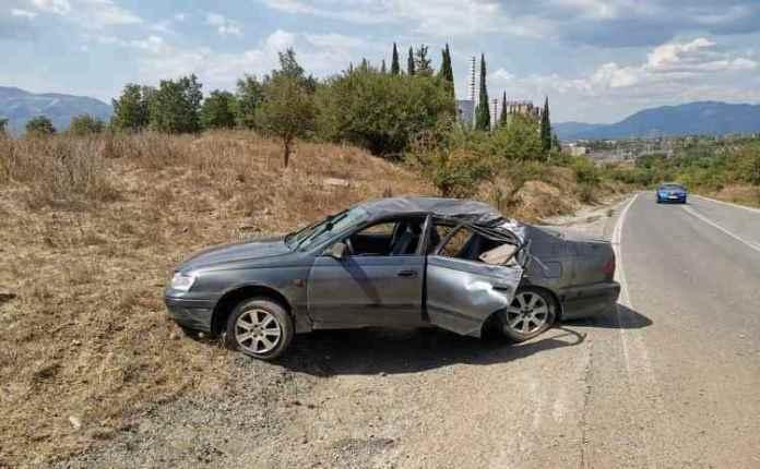 Aνατροπή οχήματος στον δρόμο για Θωκνία