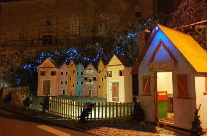 Έτοιμο και φέτος το Χωριό των Χριστουγέννων στην πλατεία της Καρύταινας