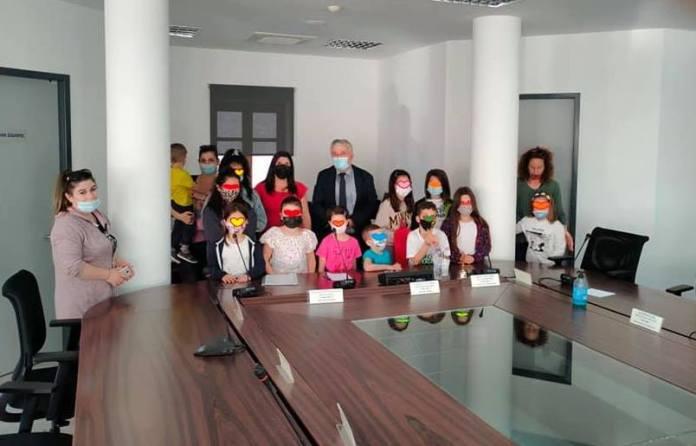 Τα παιδιά της Καρύταινας συναντήθηκαν με τον Δήμαρχο Μεγαλόπολης και του ζήτησαν Παιδική Χαρά