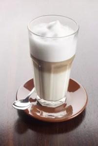 Perfekte Milschaum für einen Kaffee