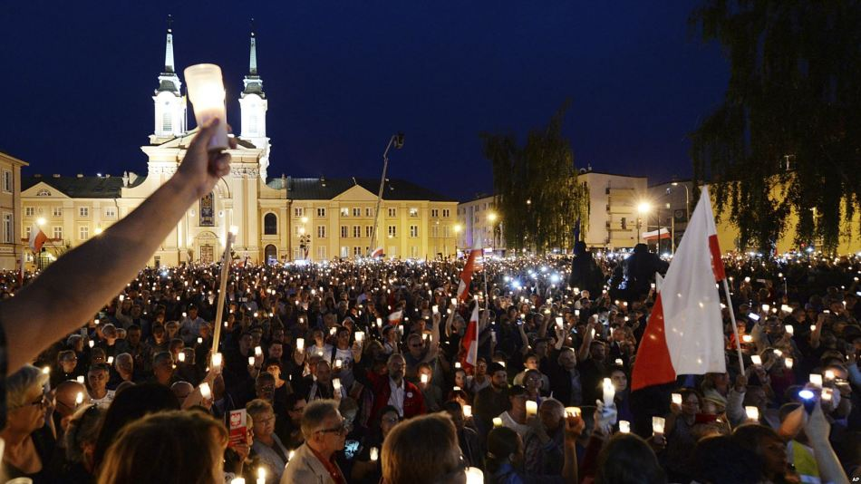 poland-eu-judicial-reforms-protests