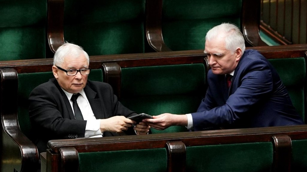 Jaroslaw Gowin and Jaroslaw Kaczynski in the Polish lower house of Parliament