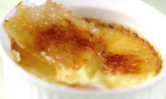 Crème Brûlée. Source: eugeniekitchen.com. For an easy recipe, go to: http://eugeniekitchen.com/creme-brulee-recipe-burnt-cream-french-custard/