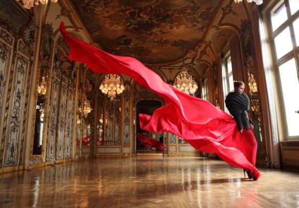 Photographer: Raul Higuera. Source: latinfashionews.com/