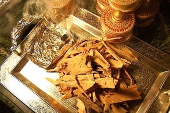 Mysore sandalwood chips for a bakhoor incense burning. Source: agarscentsbazaar.com