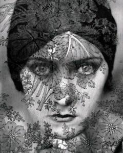 Gloria Swanson, photo by Edward Steichen, 1924. Source: galleryhip.com