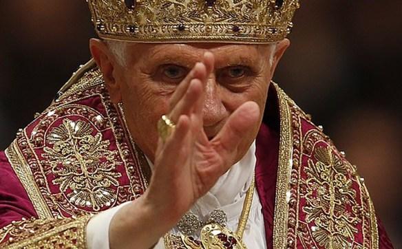 Pope Benedict XVI wearing a LAVS Atelier vestament. Photo: REUTERS/Tony Gentile. Source: LAVS/ Unum.