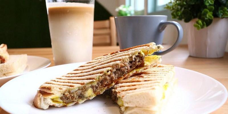 【宜蘭早午餐】杰西啃早餐 鴨賞厚切牛啃吐司早點蛋餅咖啡
