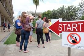 Ratlose Teenager im Genozid Museeum Toul Sleng