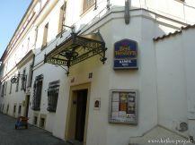 Der Eingang unseres Hotels auf der Kleinseite