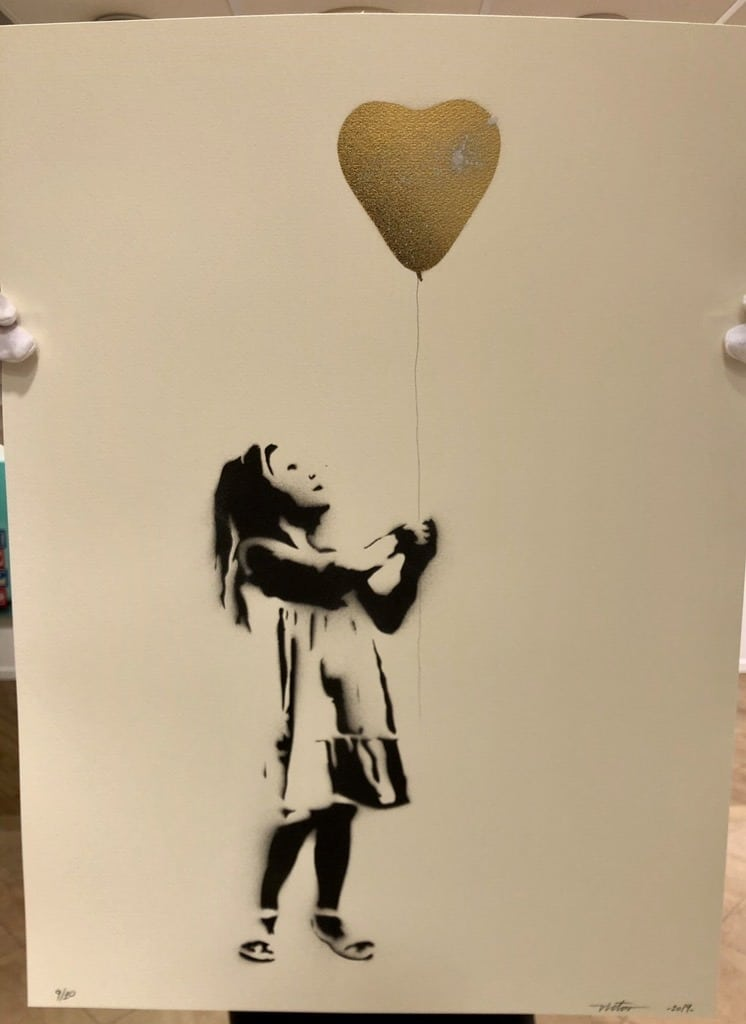 Girl with the Balloon, Gull