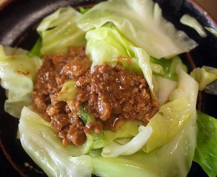 茹でキャベツの魯肉飯(ルーローハン)掛け