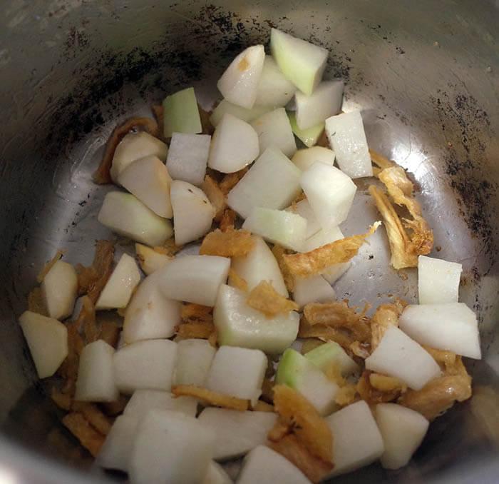 大根と干しタラのスープ