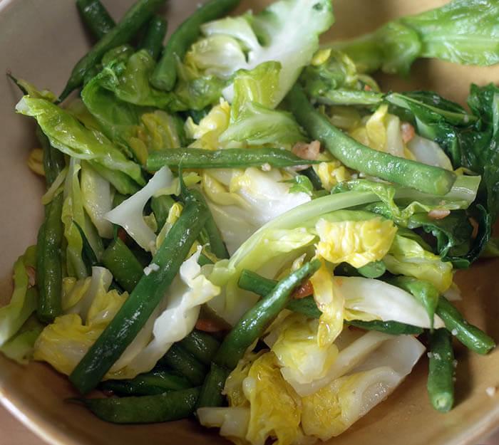 春キャベツと隠元豆の炒め物