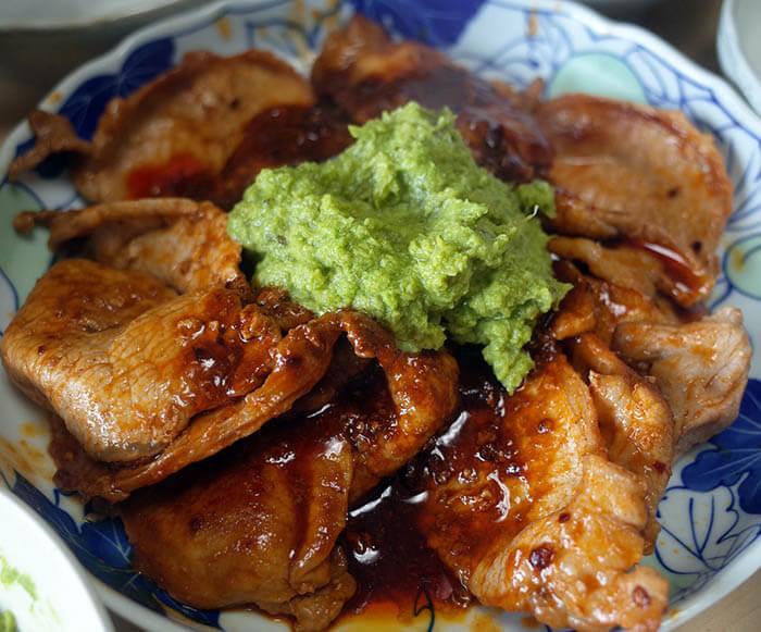 豚肉ケチャップ醤油炒め九条ネギソース掛け