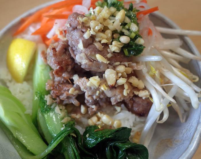 ベトナム風豚焼肉のせご飯