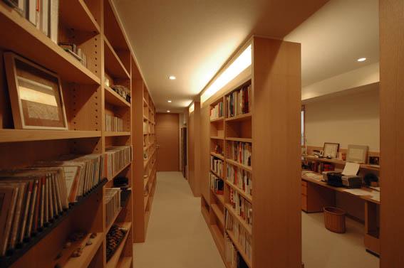 高級マンションの書斎