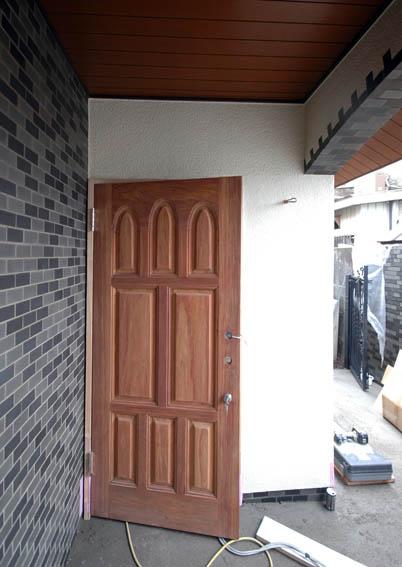 玄関扉の建て付け