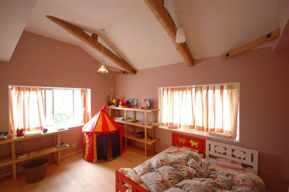 お嬢様の可愛らしいピンクの寝室
