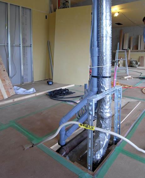 アイランドカウンター貫通の配管