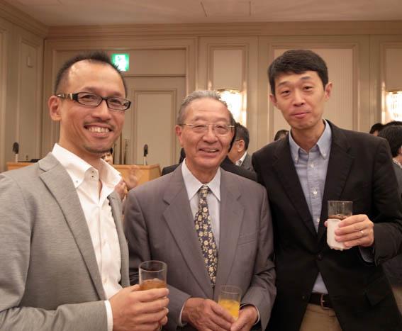 リフォームコンクール審査委員長の上杉啓先生との記念写真