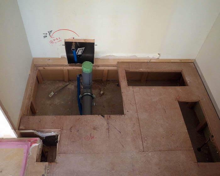 青山N邸の来客用トイレの床下設備位置移設