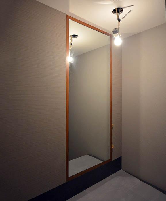 来客用トイレの鏡