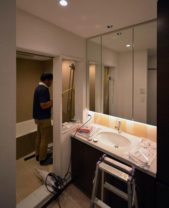 洗面カウンター&メディスンキャビネット設置