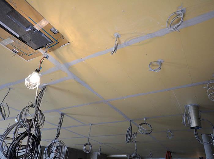 遮音天井の石膏ボードの目張り