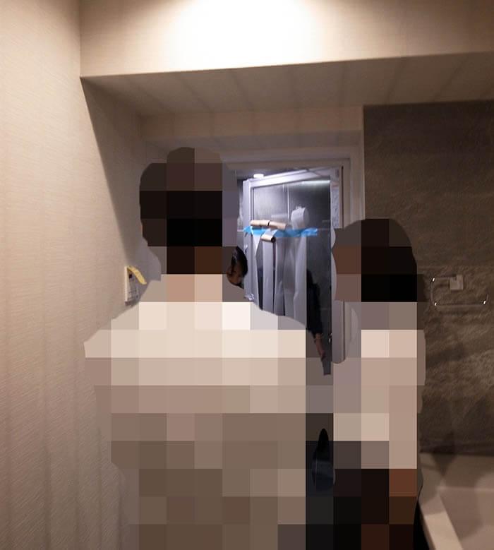浴室透明ガラスの半透明シート張り