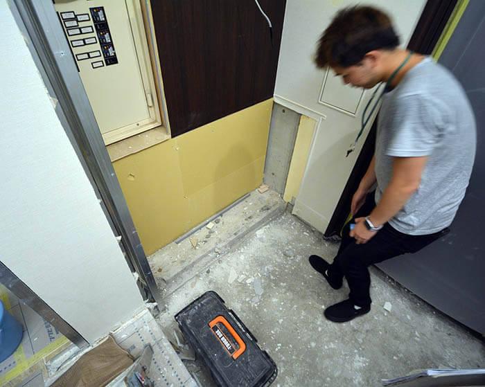 玄関収納撤去後下地確認@松濤N邸