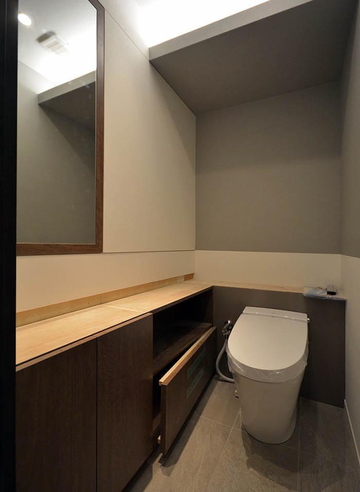 家族用トイレの造作カウンター