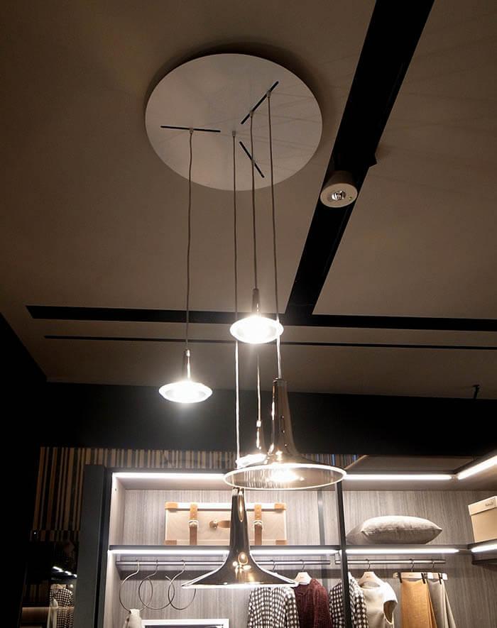モルテーニショールームのペンダント照明KIN