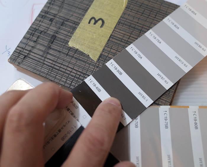 フローリング材に合わせた塗装色決め