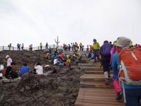 漢拏山の山頂は賑わって