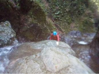 のっぺりした岩でホールドしづらい