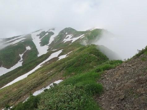雲の中の越後駒ヶ岳