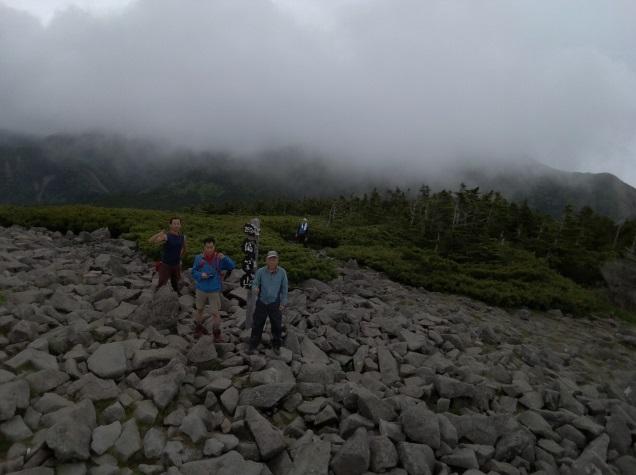 持参したドローンによる編笠山山頂の写真