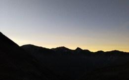 早朝、山小屋から白馬岳を望む
