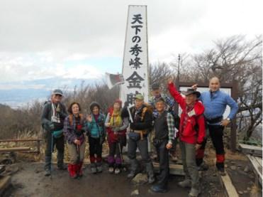 金時山 頂上にて・遠く富士山を見る