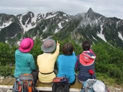 ヒュッテ西岳にて後ろ姿四人衆