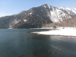 湯ノ湖は凍っていない