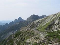 中岳辺りから穂高方面を見る