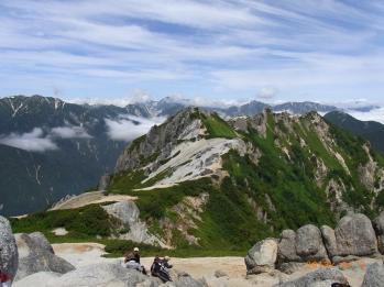 燕岳への稜線