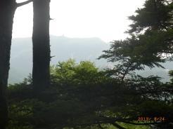 瑞牆山の登山道から金峰山