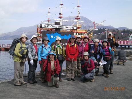 芦ノ湖で海賊船と