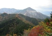 展望所から見る武甲山