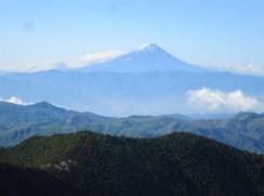 稜線に上がると富士山が右手に見え続けていました